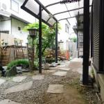 お庭。雨が降っても大丈夫屋根つきです。(外観)