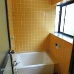 窓付きの浴槽。換気扇付です。(風呂)