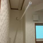 1階洗面室には、雨の日にもあると便利な室内物干し付!